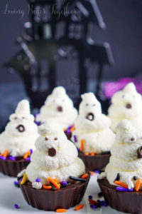 spooky-halloween-dessert-ideas-ghost-chocolate-cream-pie-bites