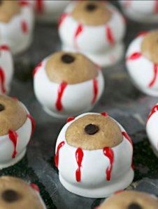 spooky-halloween-dessert-ideas-peanut-butter-chocolate-eyeballs