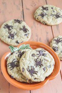 spooky-halloween-dessert-ideas-spider-chocolate-chip-cookies