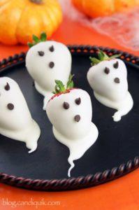spooky-halloween-dessert-ideas-strawberry-ghost