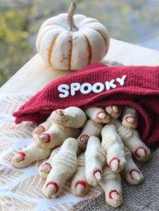 spooky-halloween-dessert-ideas-witch-finger
